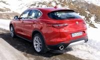 Alfa-Romeo-Stelvio-2018-12
