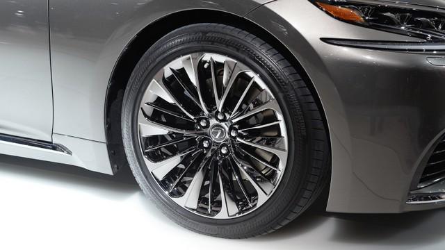 Lexus LS 2018 новое поколение - цена, фото, технические характеристики и видео тест-драйва