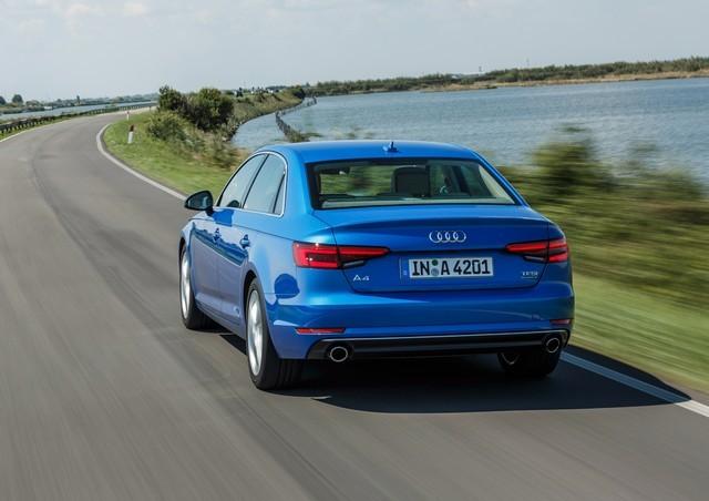 вид сзади Audi а4 седан