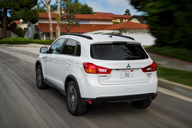 Mitsubishi ASX сзади