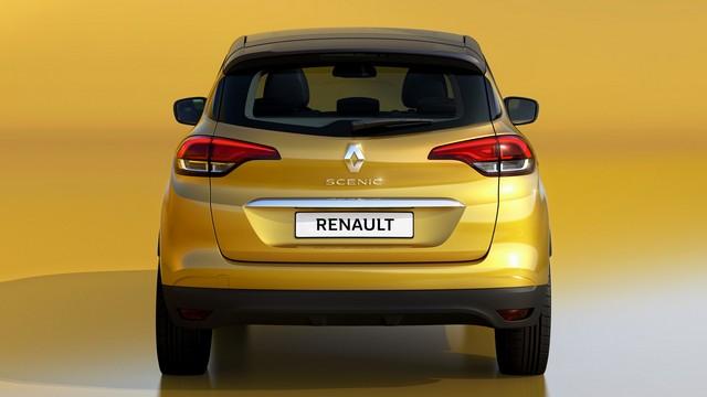 Семейный Renault сзади