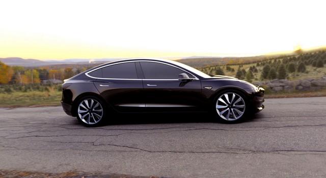 Tesla 3 вид сбоку