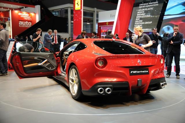 Ferrari F12 фото сзади