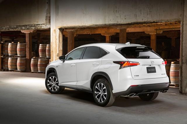 фото Lexus задние фары