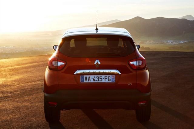 Renault Captur сзади фото