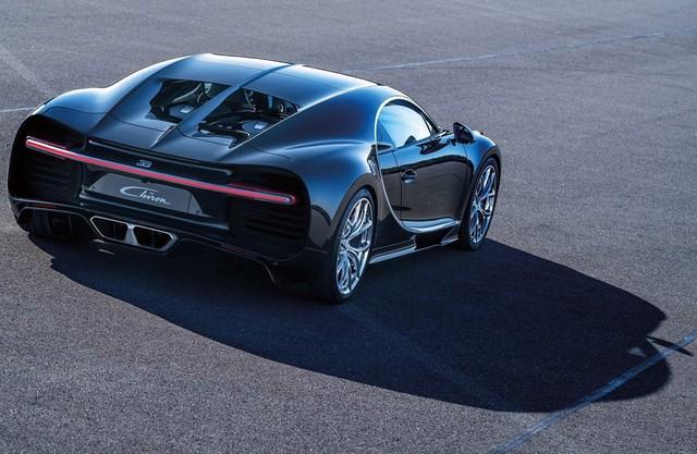 Bugatti сзади