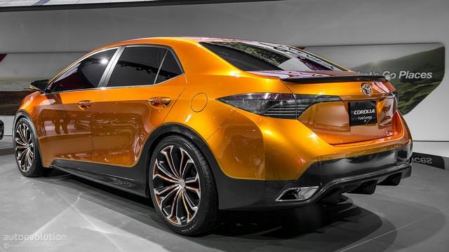 Toyota вид сзади