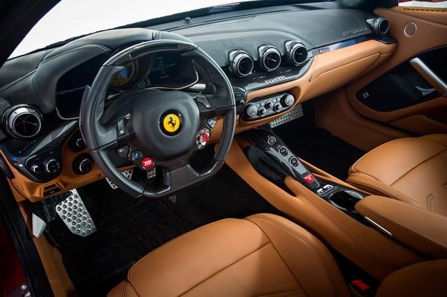 Интерьер Ferrari F12